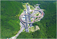 Expressway interchange (Tokyo) Courtesy of the Sobu National Highway Office, MLIT